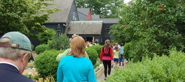 Tourists walking through the stone path to one of the old houses | Group Tours