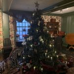 1904 Upton Christmas tree homage at The Gables